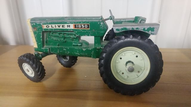1//64 ERTL OLIVER 1555 TRACTOR